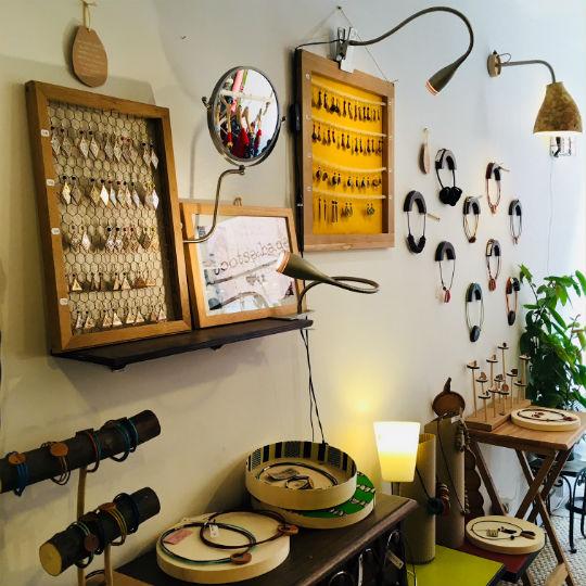 Rootsabaga Atelier boutique créateur bijoux fantaisie originaux et uniques Lyon présentation bijoux