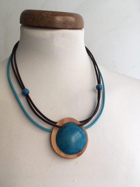 collier rond bois ivoire végétal bleu rootsabaga collier bleu