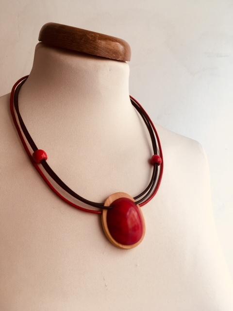 collier rond bois ivoire végétal rouge rootsabaga collier rouge