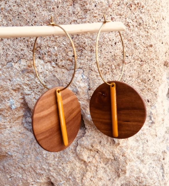 boucles d'oreilles créoles bois pommier lamelle émail jaune Rootsabaga