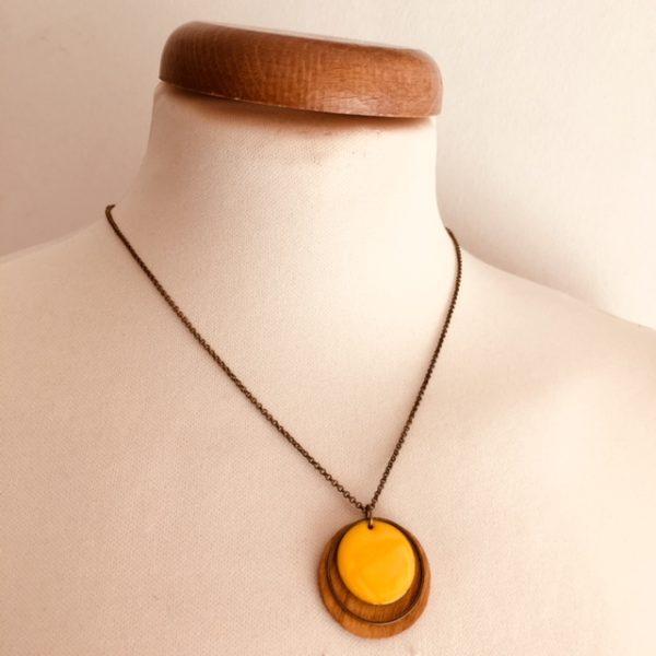 colliers chaine bois rond émail jaune vif Rootsabaga