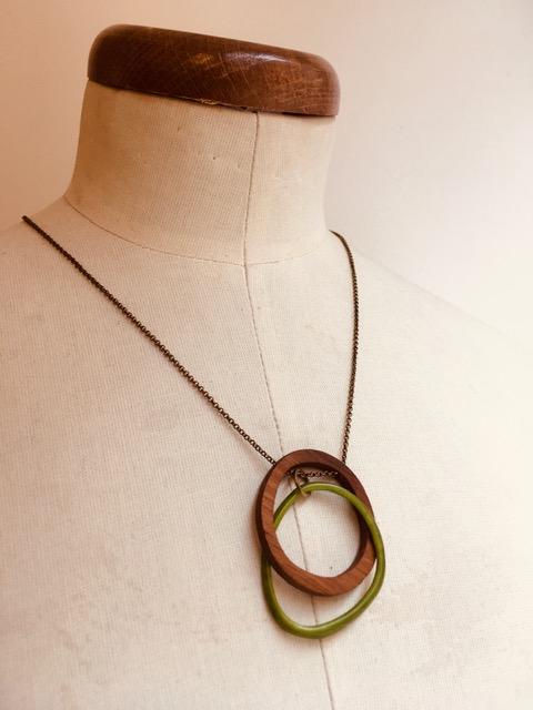 collier eclipse bois ivoire végétal vert Rootsabaga collier mystère