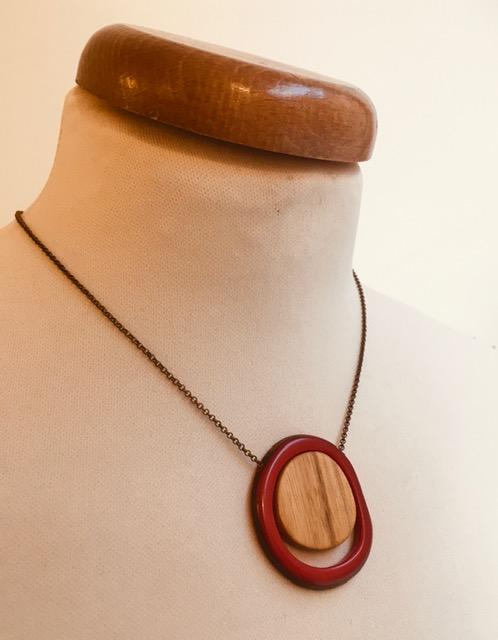 collier Solaire rouge bois ivoire végétal Rootsabaga collier unique bois