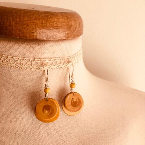 boucles d'oreilles bois buis ivoire végétal jaune ronde Rootsabaga création lyon