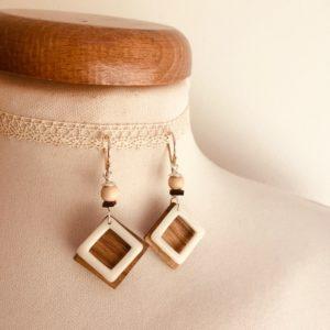 boucles d'oreilles carré bois ivoire végétal blanc Rootsabaga bijou artisanal