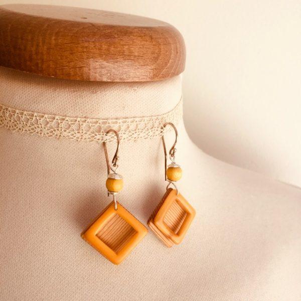 boucles d'oreilles carré bois ivoire végétal jaune Rootsabaga bijou artisanal