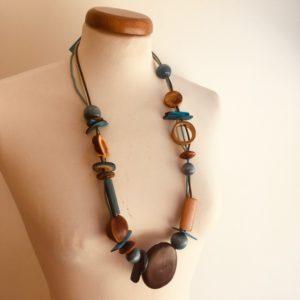Sautoir graines entada, cannelle, ivoire végétal et perles bois turquoise collier ethnique rootsabaga