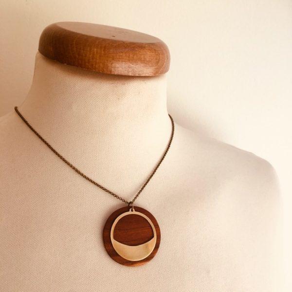 collier bois rond chaine motif sourire bois de prunier Rootsabaga collier simple