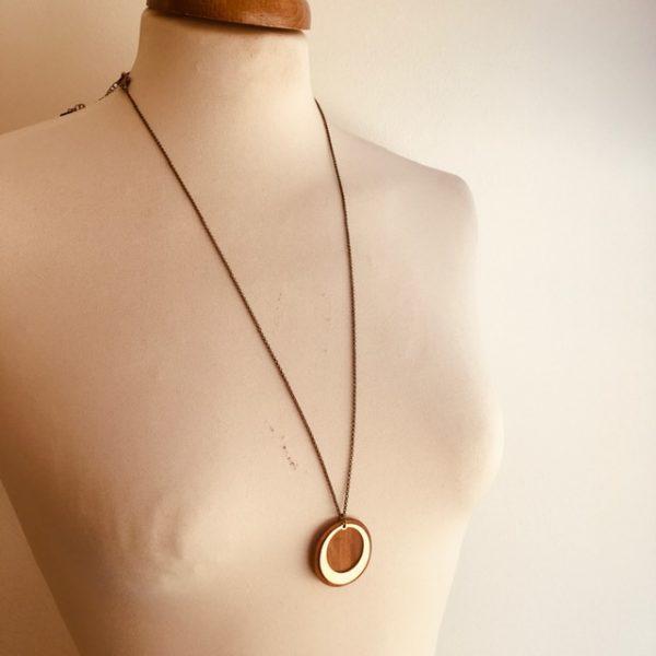 sautoir bois rond chaine motif rond évidé bois de prunier Rootsabaga collier simple