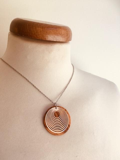 collier chaine bois argenté motif rond géométrique Rootsabaga simple et fin