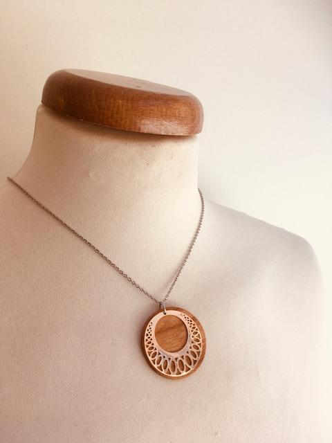 collier chaine bois argenté motif rond ciselé Rootsabaga simple et fin