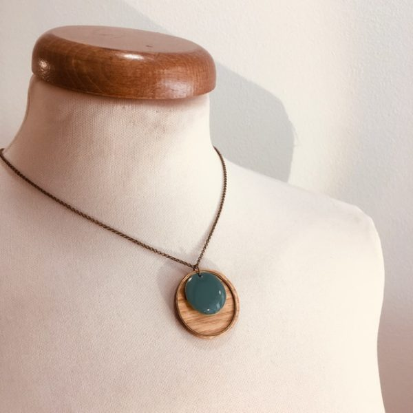 collier chaine bois rond hêtre émail turquoise Rootsabaga fait main artisanal Lyon