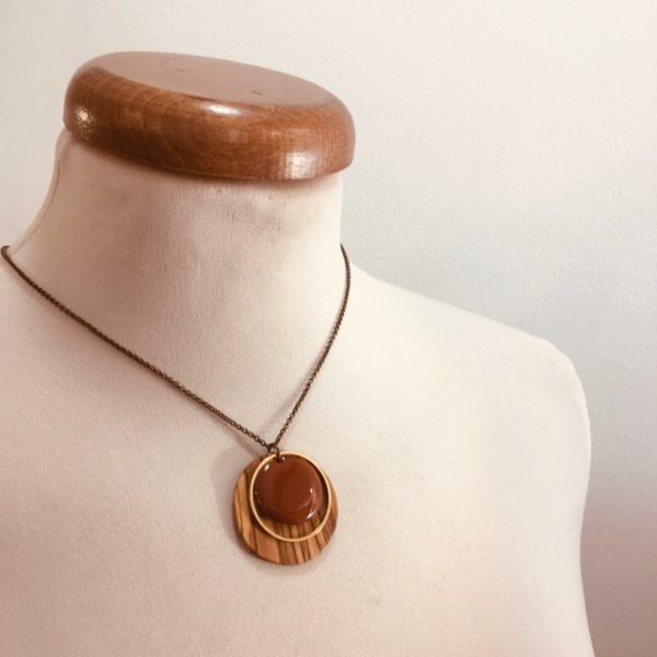 collier chaine bois rond olivier émail cognac Rootsabaga