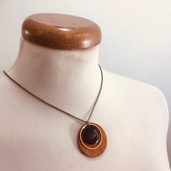 collier chaine bois rond merisier émail noir Rootsabaga