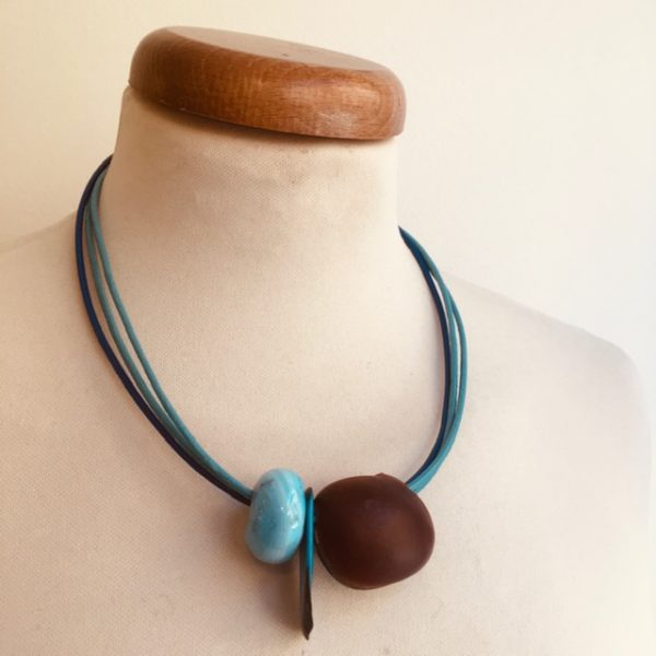 collier graine oeil de boeuf bleu cordon cuir bleu Bijou unique lyon