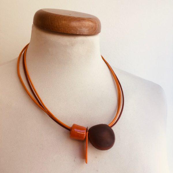 collier graine oeil de boeuf orange cordon cuir orange brique Bijou unique lyon