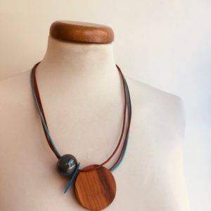 collier gros rond bois perle céramique pétrole Rootsabaga collier ethnique