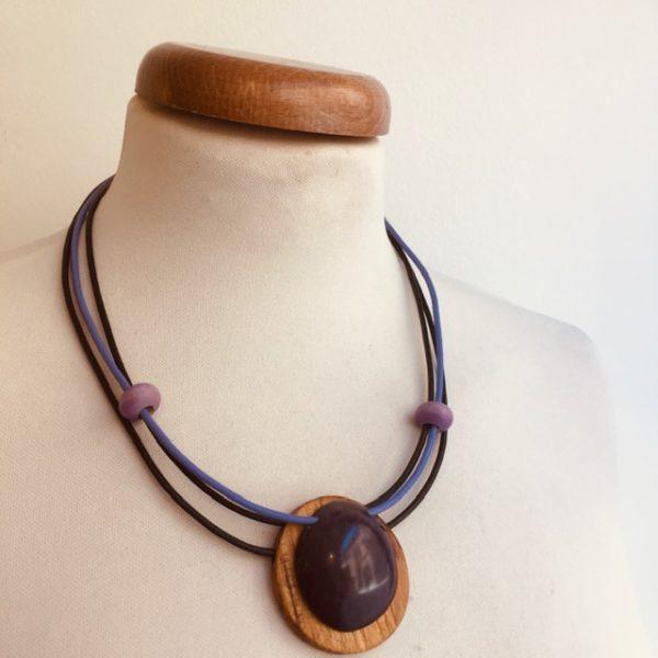 collier bois rond et ivoire végétal violet cordons cuir violet marron Bijou naturel artisanal