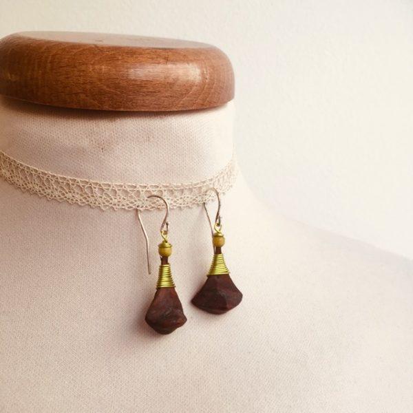 boucles d'oreilles pomme de pin petite vert anis Rootsabaga bijou ethnique lyon