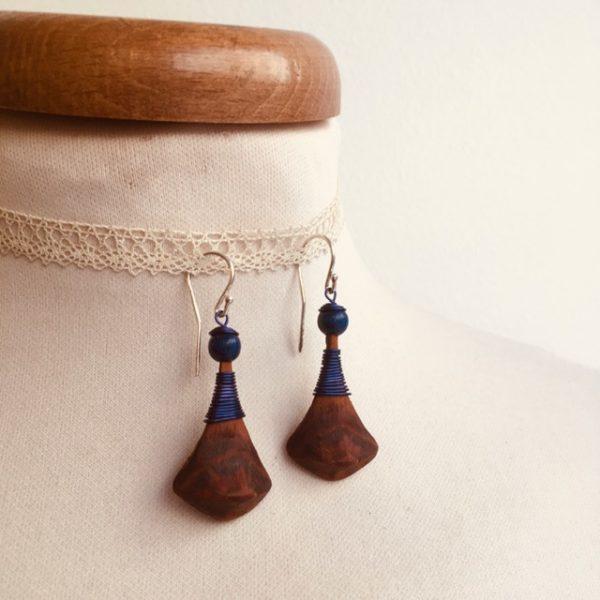 boucles d'oreilles pomme de pin grande bleu roi Rootsabaga bijou ethnique lyon