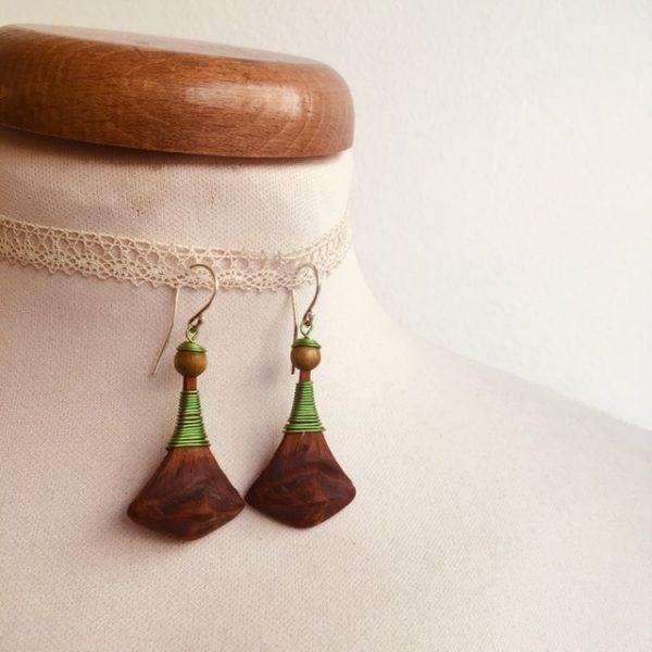 boucles d'oreilles pomme de pin grande vert vif Rootsabaga bijou ethnique lyon