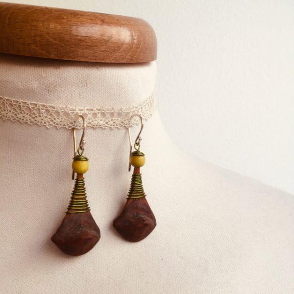 boucles d'oreilles pomme de pin grande vert olive anis Rootsabaga bijou ethnique lyon