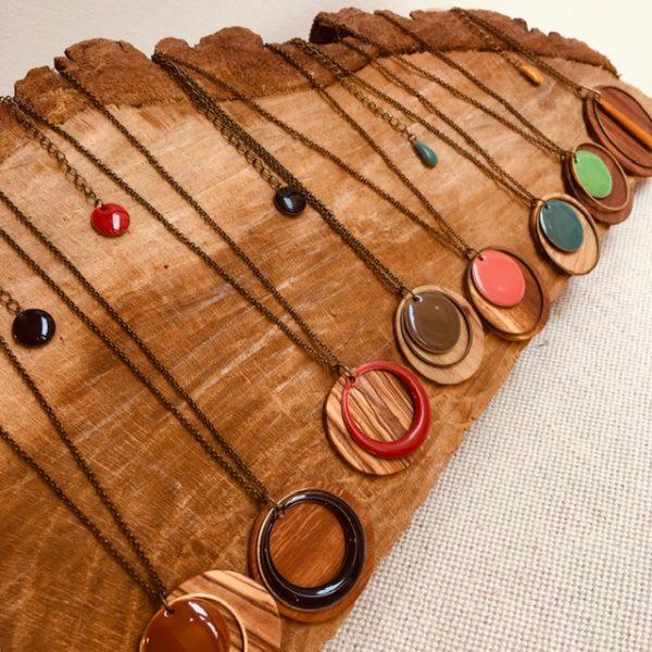 colliers chaine bois rond toutes les couleurs Créations Artisanales Lyon