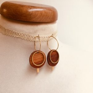 boucles d'oreilles créole dorée eclipse bois de prunier Rootsabaga bijoux uniques