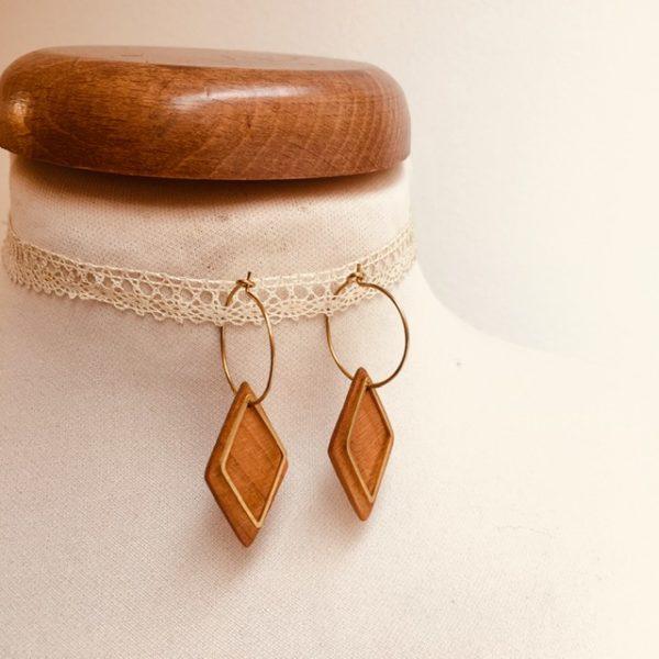 boucles d'oreilles créole dorée losange bois de merisier Rootsabaga bijoux uniques