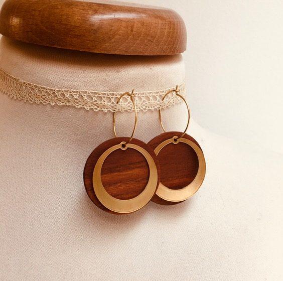 boucles d'oreilles créole dorée rond évidé bois de prunier Rootsabaga bijoux uniques