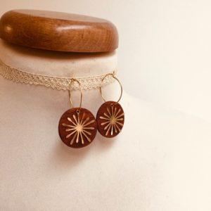 boucles d'oreilles créole dorée soleil bois de prunier Rootsabaga bijoux uniques