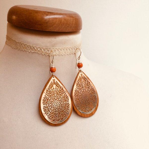 boucles d'oreilles bois grande goutte argenté perle orange Rootsabaga création artisanale Lyon