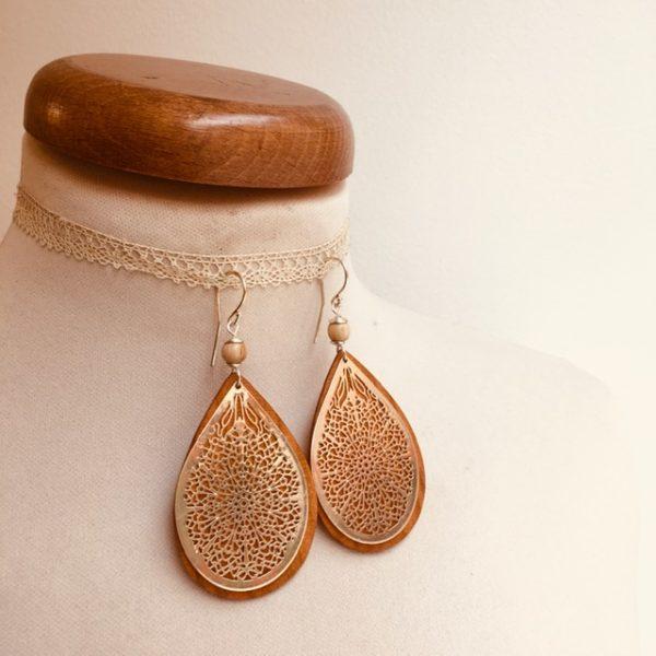 boucles d'oreilles bois grande goutte argenté perle beige Rootsabaga création artisanale Lyon
