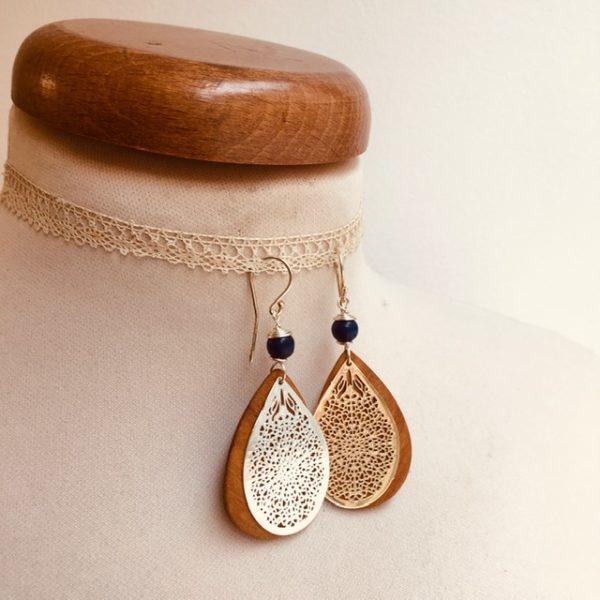 boucles d'oreilles bois goutte argenté perle bleu roi Rootsabaga création artisanale Lyon