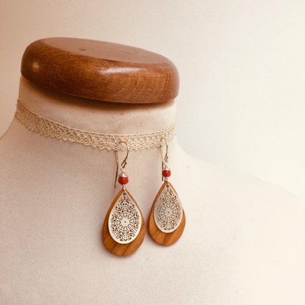 boucles d'oreilles bois mini goutte argenté perle orange Rootsabaga création artisanale Lyon