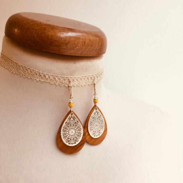 boucles d'oreilles bois mini goutte argenté perle jaune Rootsabaga création artisanale Lyon