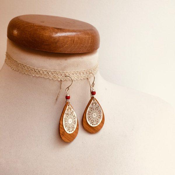 boucles d'oreilles bois mini goutte argenté perle rouge Rootsabaga création artisanale Lyon