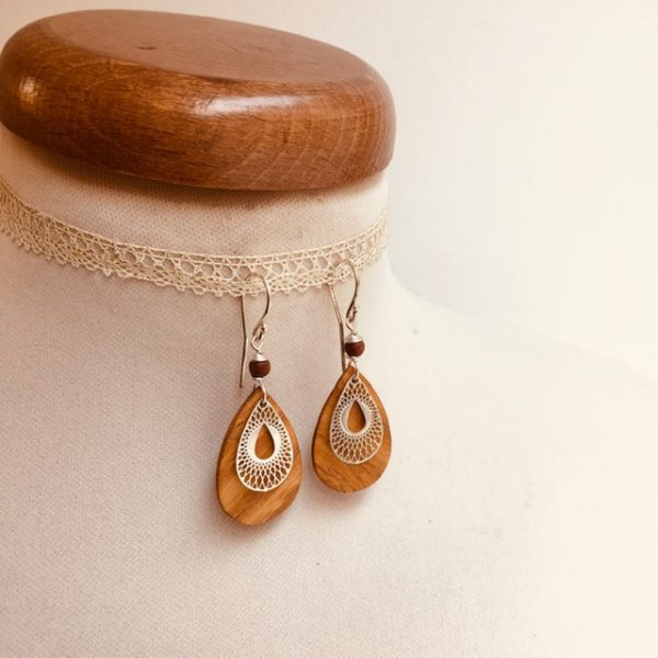boucles d'oreille bois mini goutte stylisée argenté perle marron Rootsabaga bijoux bois