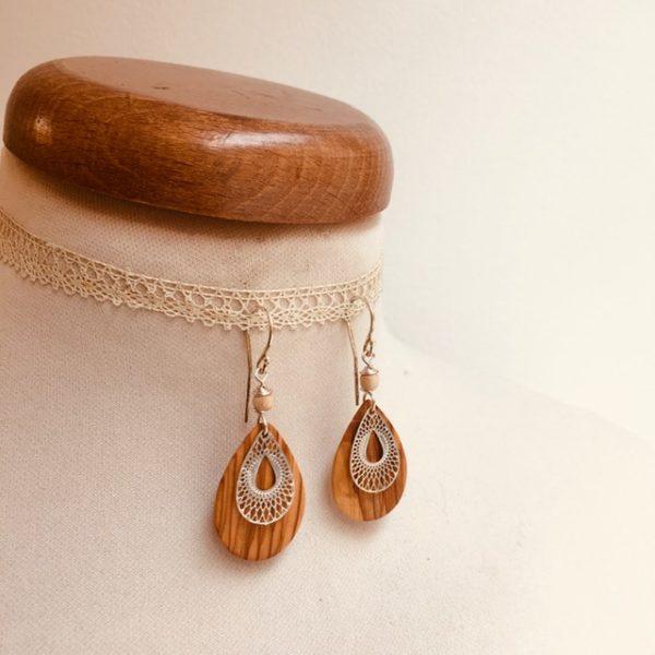 boucles d'oreille bois mini goutte stylisée argenté perle beige Rootsabaga bijoux bois