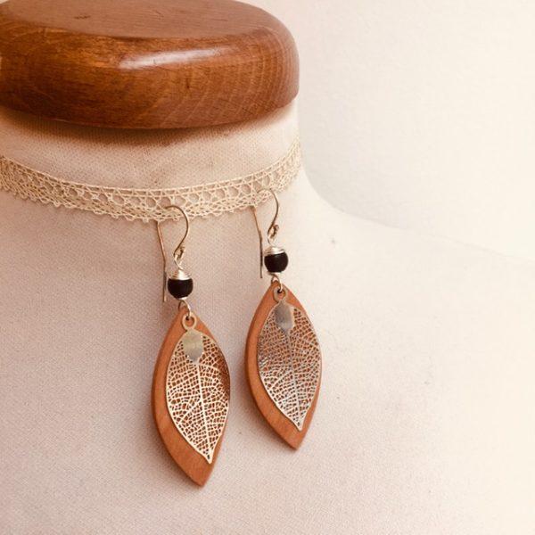 boucles d'oreilles bois feuille grande argenté perle noir Rootsabaga Bijoux narturels