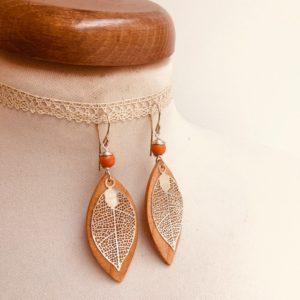 boucles d'oreilles bois feuille grande argenté perle orange Rootsabaga Bijoux narturels