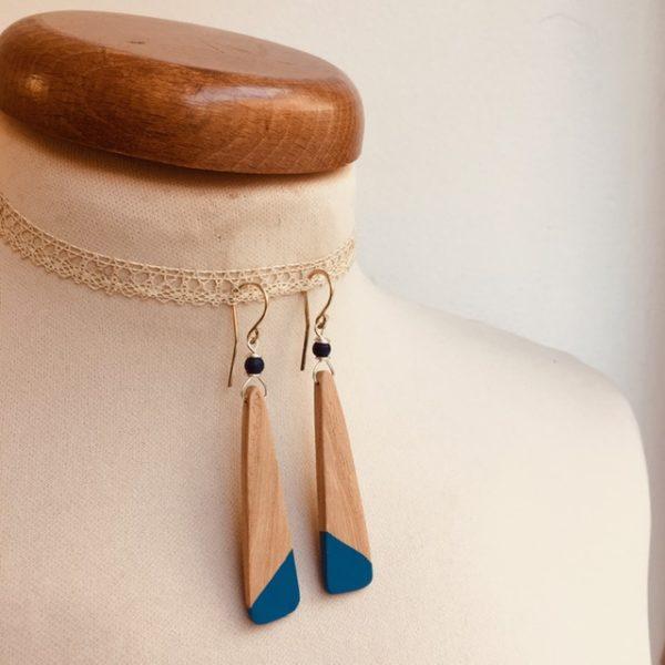 boucles d'oreilles bois lamelle peint bleu roi Rootsabaga bijou nature