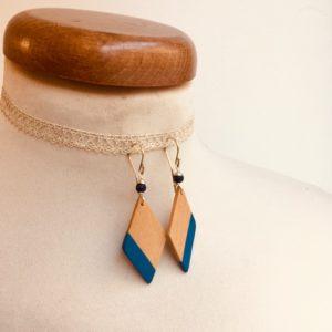 boucles d'oreilles bois losange peint bleu roi Rootsabaga bijou nature