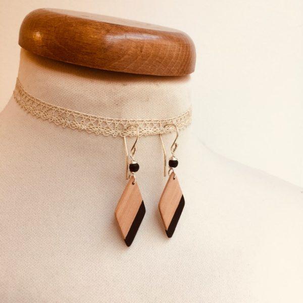 boucles d'oreilles bois losange peint noir Rootsabaga bijou nature