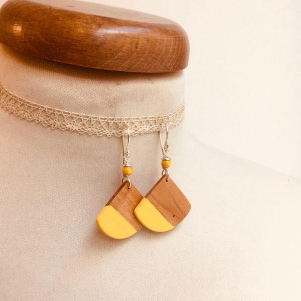 boucles d'oreilles bois éventail peint jaune Rootsabaga bijou nature