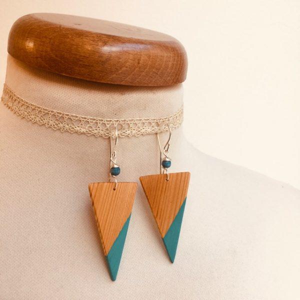 boucle d'oreille bois peint grand triangle inversé turquoise Rootsabaga