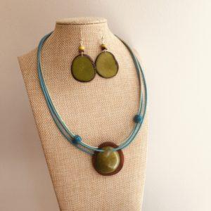 parure collier bois et ivoire végétal rond bleu turquoise et vert boucles d'oreilles ivoire végétal vert