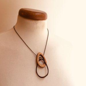 collier éclipse bois et ivoire végétal marron chaine Rootsabaga bijoux fantaisie