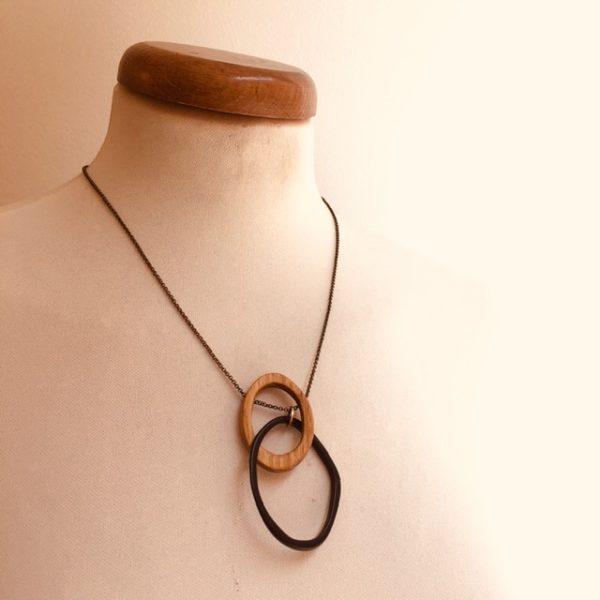collier éclipse bois et ivoire végétal noir chaine Rootsabaga bijoux fantaisie
