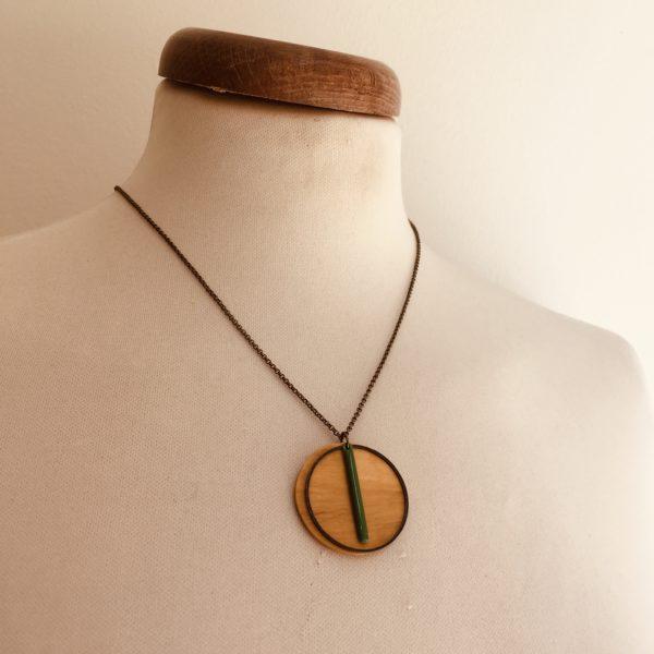 collier bois rond coloré bâtonnet chaine vert vif Rootsabaga Création Artisanale